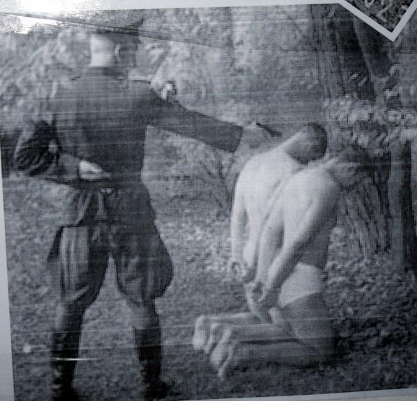 Фото расстрела голых женщин