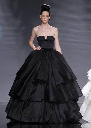 Черные свадебные платья стали хитом уходящего 2011 года.