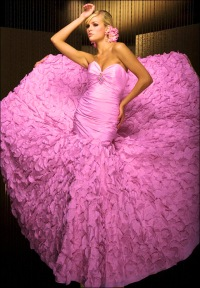 Розовое роскошное платье платья темного цвета