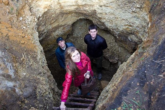Трое у входа в Малоборковскую Каменоломню